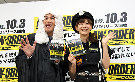「ますだおかだ」の岡田佳右(左)と、藤本美貴(右)