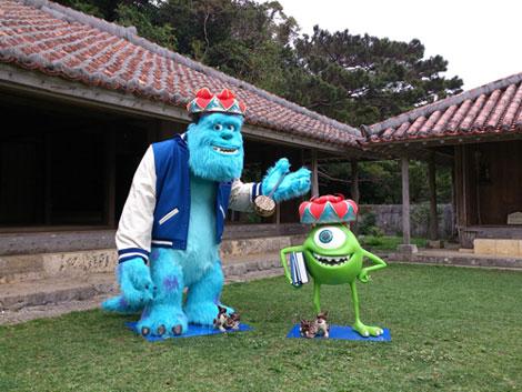 沖縄こどもの国に出没したマイクとサリー