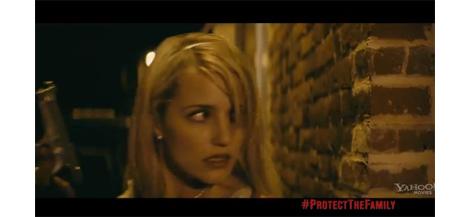 「glee」ディアナ・アグロンがテニスラケットで男子を殴り、銃をぶっ放す衝撃の映画 「The Family」予告編