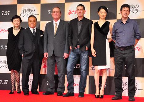 (左から)桃井かおり、西田敏行、トミー・リー・ジョーンズ、マシュー・フォックス、初音映莉子、ピーター・ウェーバー