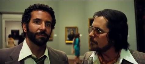 B・クーパー、J・ローレンスら豪華キャストがド派手な70年代スタイルで登場! 映画「American Hustle」予告編