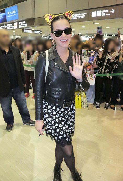 空港に到着したケイティ・ペリー