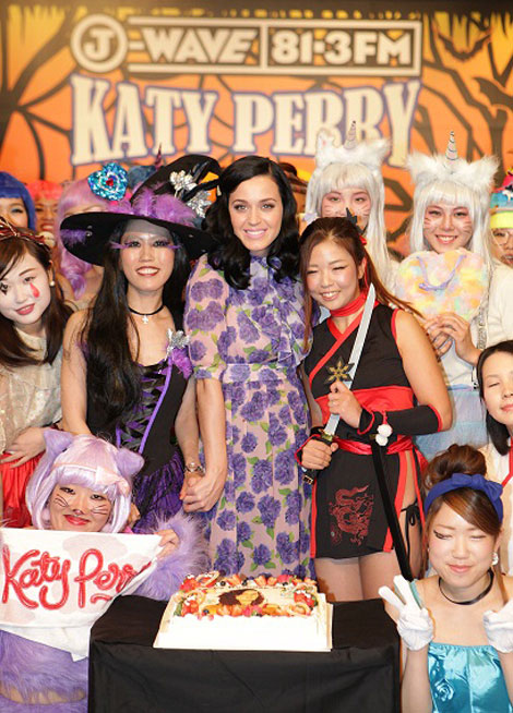 Katy with Japanese fans