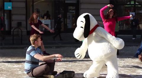 NYで踊るスヌーピー