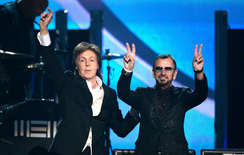ポール・マッカートニー(左)、リンゴ・スター グラミー賞にて