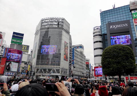1D hijacks Shibuya (probably unknowingly)