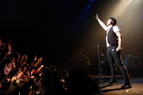 2/18に行われた赤坂ブリッツでのライブの様子