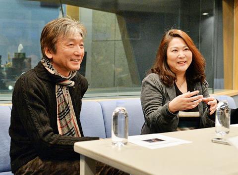 「ニュースルーム」声優 郷田ほづみ(左)、石塚理恵 ©TVGroove.com
