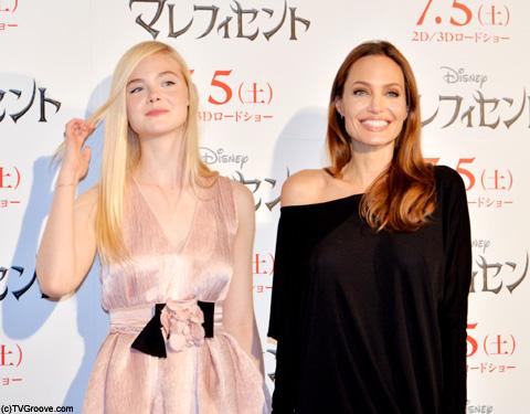 エル・ファニング(左)、アンジェリーナ・ジョリー