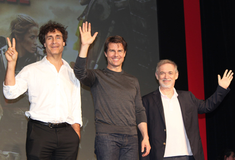 (左から)ダグ・ライマン、トム・クルーズ、アーウィン・ストフ
