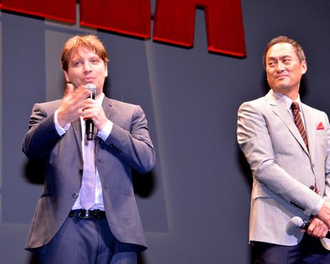 (左から)ギャレッド・エドワーズ監督、渡辺謙