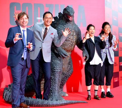 (左から)ギャレス・エドワーズ監督、渡辺謙、吉田沙保里、澤穂希