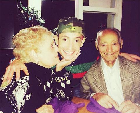 フランキー・グランデと祖父母