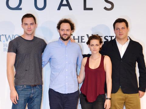 (左から)ニコラス・ホルト、ドレイク・ドレマス(監督)、クリステン・スチュワート、マイケル・プラス(プロデューサー)