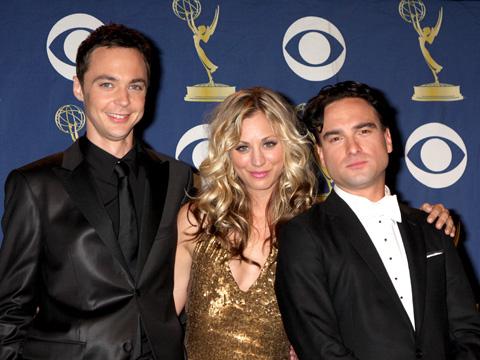 左から)ジム・パーソンズ、ケイリー・クオコ、ジョニー・ガレッキ