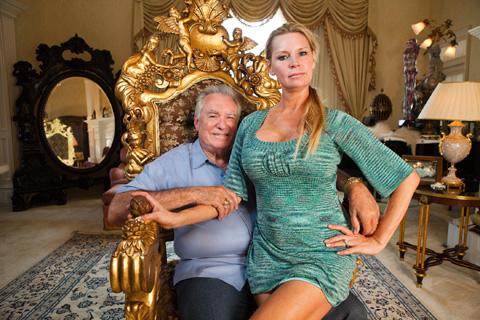 映画「クィーン・オブ・ベルサイユ 大富豪の華麗なる転落」に登場するシーゲル夫妻