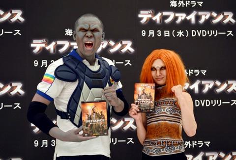 おにぎり(ニューロマンス)と武田梨奈、エイリアンを模した特殊メイクでイベントに登場