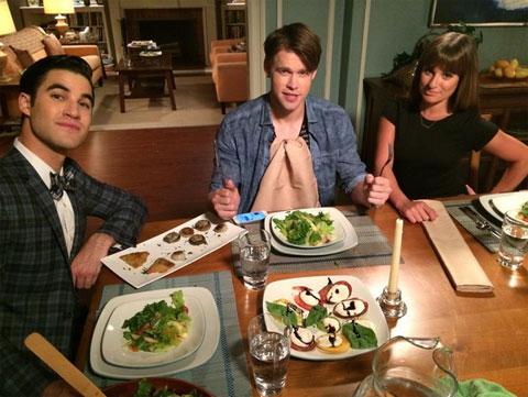 「glee」シーズン6撮影中のダレン・クリス、コード・オーバーストリート、リア・ミシェル(左から)