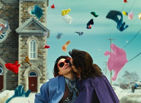 カナダの俊才、グザヴィエ・ドラン監督の新作「トム・アット・ザ・ファーム」公開直前! 前作「わたしはロランス」を10/15&20に特別上映決定