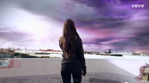 アリアナ・グランデ、新曲「ワン・ラスト・タイム」のMVが公開! 「アルマゲドン」ばりのパニックラブロマンスが完成!?[動画]
