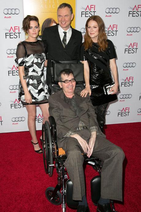 リチャード・グラッツァー(中央下) ジュリアン・ムーア、クリステン・スチュワートら、「アリスのままで」出演者と 中央上は、夫ウォッシュ・ウェストモアランド