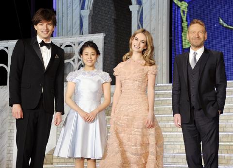 (左から)城田優、高畑充希、リリー・ジェームズ、ケネス・ブラナー