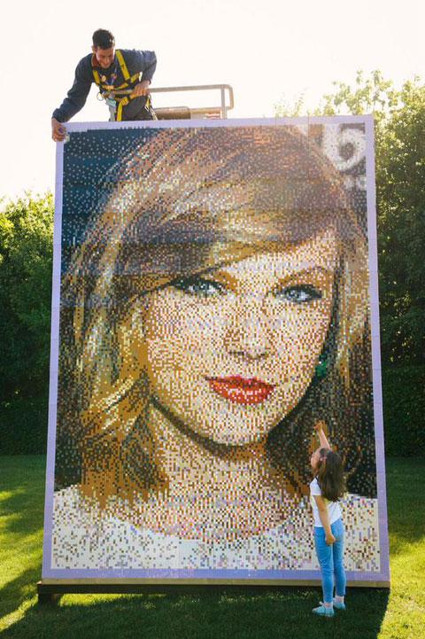 レゴブロックで制作されたテイラーの肖像画