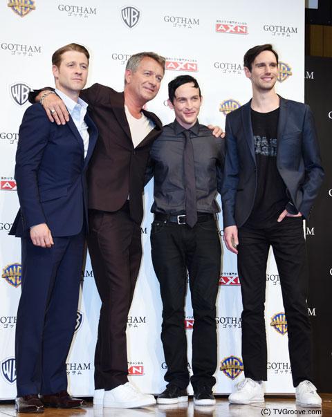 「GOTHAM」出演者たち (左から)ベン・マッケンジー、ショーン・パートウィー、ロビン・ロード・テイラー、コリー・マイケル・スミス
