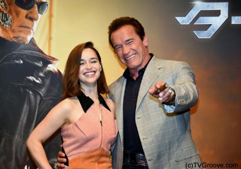 エミリア・クラーク(左)とアーノルド・シュワルツェネッガー (C)TVGroove.com