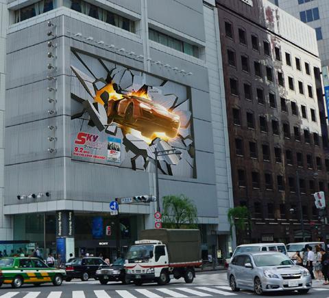 銀座に空飛ぶ車が出現!? 映画「ワイルド・スピード SKY MISSION」アクションシーンを再現