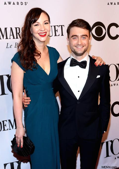 ダニエル・ラドクリフ(右)と恋人のエリン・ダーク(左)