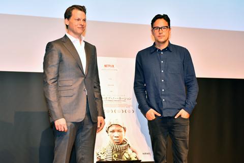 (左から)NetflixK.K.代表取締役社長のグレッグ・ピーターズ、キャリー・ジョージ・フクナガ