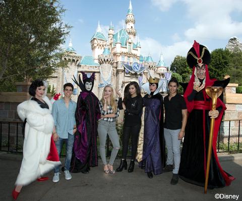 カリフォルニアのディズニーランドにて (左から)キャメロン・ボイス、ダヴ・キャメロン、ソフィア・カーソン、ブーブー・スチュワート