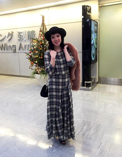 空港に到着したカーリー・レイ・ジェプセン