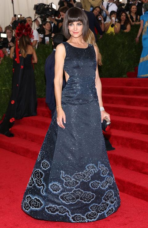 ファッションセンス抜群のケイティ・ホームズ、レッドカーペット用のドレスはほとんど自前