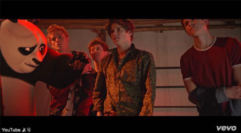 ザ・ヴァンプス、「カンフー・パンダ」最新作の主題歌MVが公開中! 舞台裏動画では、ワイヤーアクションの様子も明らかに[動画]
