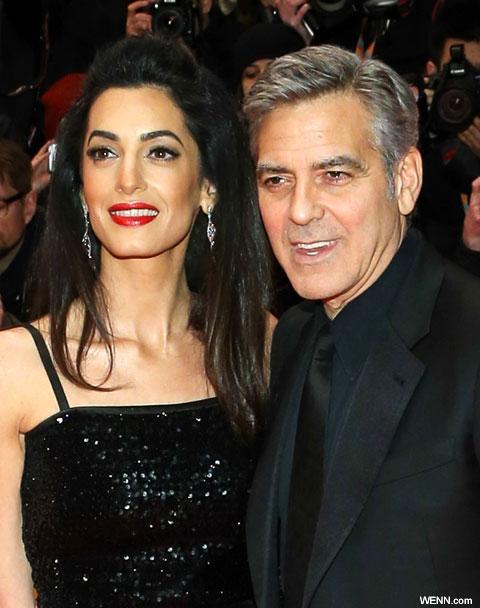 ジョージ・クルーニー(右)と妻アマル(左)