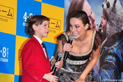 ブリー・ラーソン(右)とジェイコブ・トレンブレイ(左) (c)TVGroove.com
