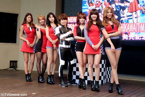 (左から)ソリョン、チョア、ユナ、T.M.Revolution 西川貴教、ジミン、チャンミ、ヘジョン (c)TVGroove