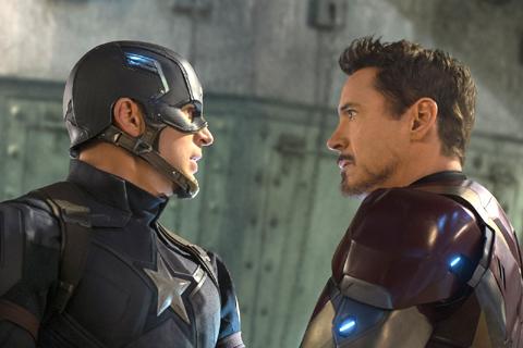 対峙するキャプテン・アメリカとアイアンマン