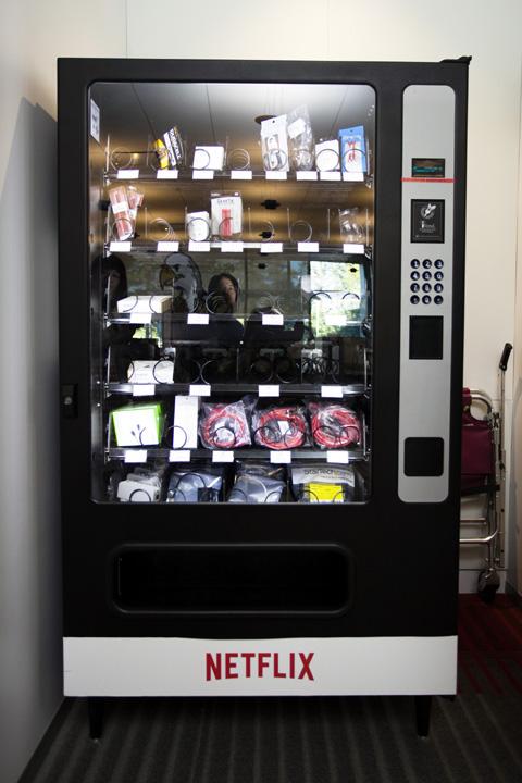 NETFLIXの自販機は、普通の自販機とどこが違うの?