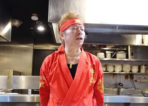「誠ファイア」について熱弁をふるう「蒙古タンメン中本」二代目店主の白根誠氏。「中本」の味にほれ込み20年間も通い続け、ついにはお店を継いでしまったという、熱い男だ。