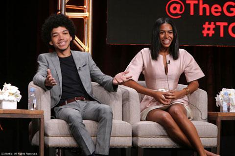 TCAパネルにて (左から)ジャスティス・スミス、ヘライゼン・グアディオラ (C) Netflix. All Rights Reserved.
