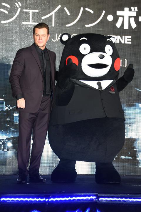 マット・デイモン(左)、くまモン / (C)TVGroove.com