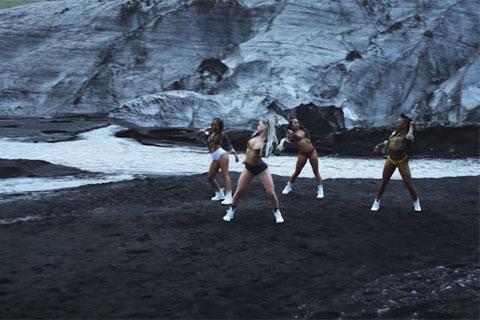ダンスビデオ「コールド・ウォーター」