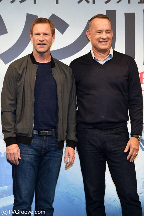 (左から)アーロン・エッカート、トム・ハンクス