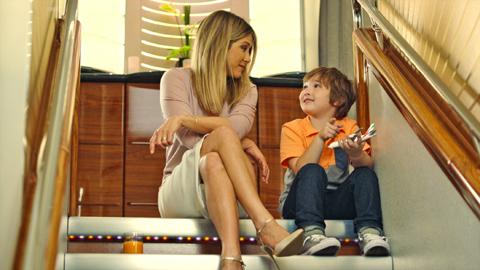 ジェニファー・アニストンが、エミレーツ航空の最新デジタル&テレビ広告キャンペーンに再登場[動画あり]