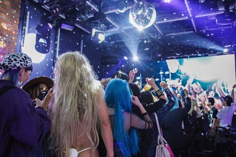 渋谷にレディー・ガガが150人!? 新アルバム「ジョアン」リリースイベントにファン大興奮