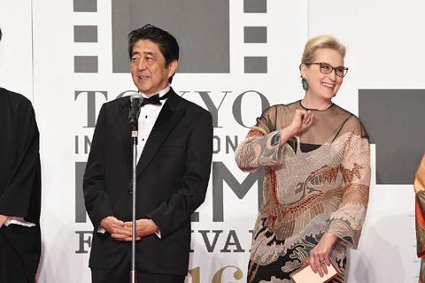 安倍首相(左)、メリル・ストリープ