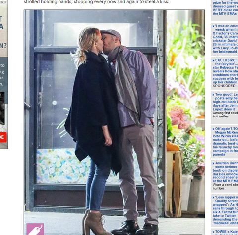 キスをするジェニファーとダーレン